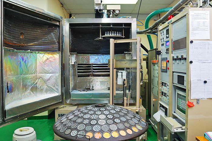 Lens coating chamber